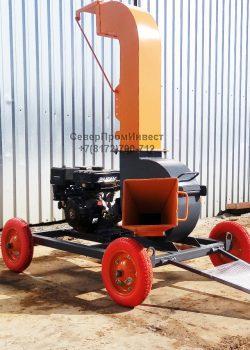 Щепорубительная машина от ДВС для измельчения древесины, производства щепы.