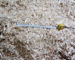 Щепа древесная из шредера комбинированной молотковой дробилкой